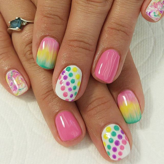 Bright and colorful #pokadots #ombre. #brightnails #naturalnails #nofakies  Bright and colorful <a class=