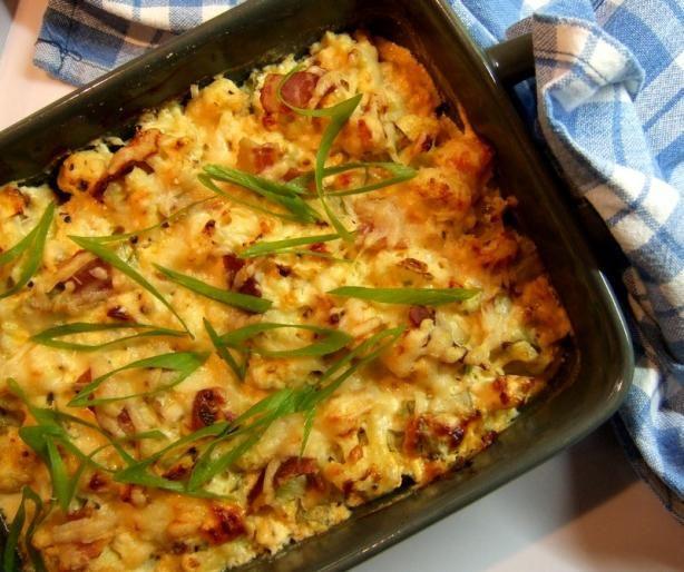 Loaded Cauliflower casserole. . . looks yumm.: Low Carb Recipe, Sour Cream, Potatoes Cauliflowers Low, Baking Cauliflowers, Lowcarb, Baking Potatoes Cauliflowers, Dinners Ideas, Loaded Baking Potatoes, Green Onions