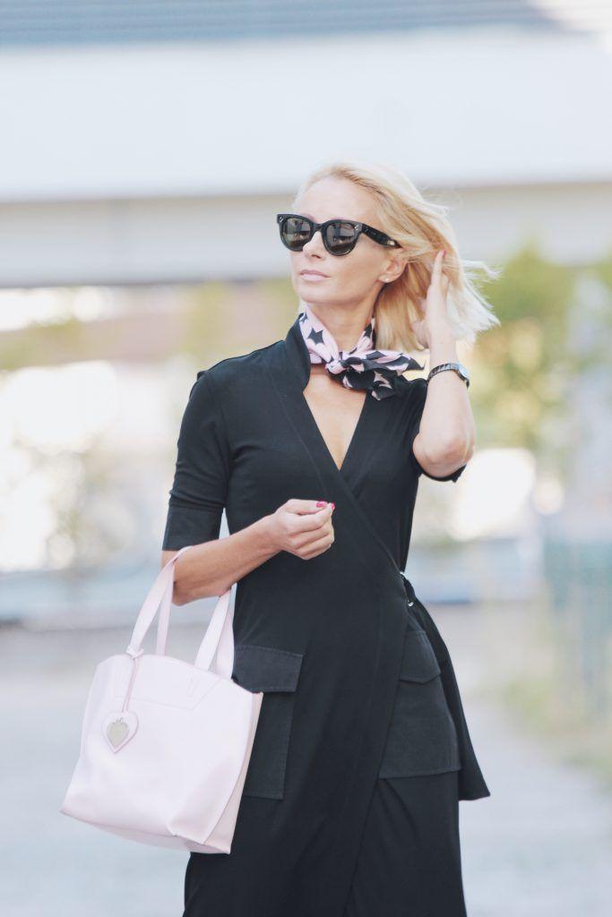 Sukienka szmizjerka/ dress Adolfo Dominguez, torebka/ bag Tosca Blu, okulary/ sunglasses Celine