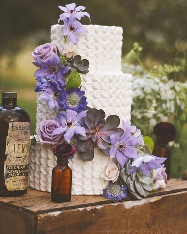 Gelin pastaları bir düğün için önemli bir konudadır, Gelin pastası seçimini kendinize göre ayarlamanız gerekmektedir. Gelinliğinize uygun şekilde bir pasta sizi daha klass bir şekilde gösterir. #gelinpastası #gelinpastamodelleri #gelinpastaları #gelinpastası2015 http://gelinsaçmodelleri.com/2015/09/07/gelin-pastasi-2015/