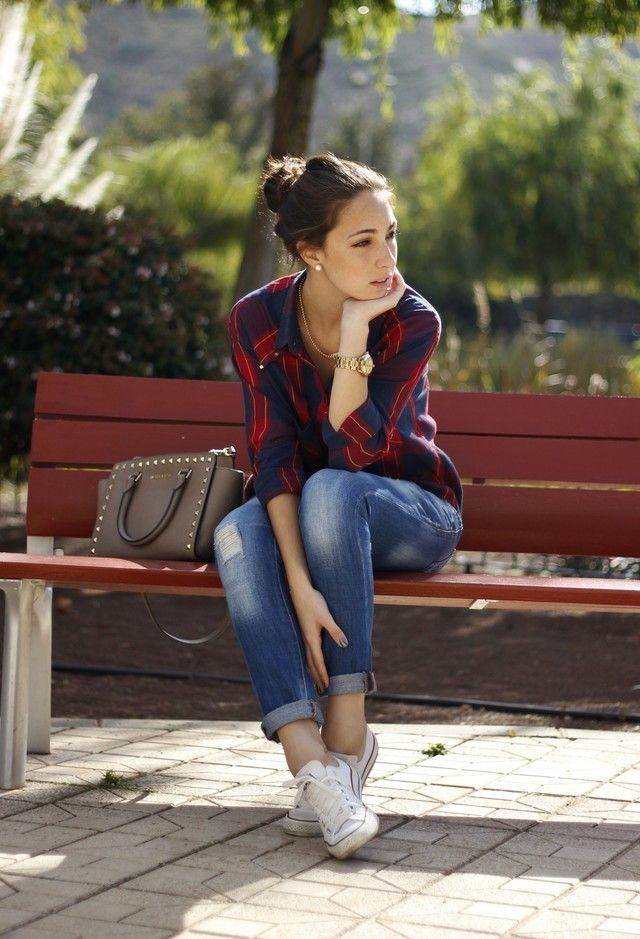 Tartan print top, jeans, white converse, neutral studded bag. So perfect, because it's comfortable and classy.