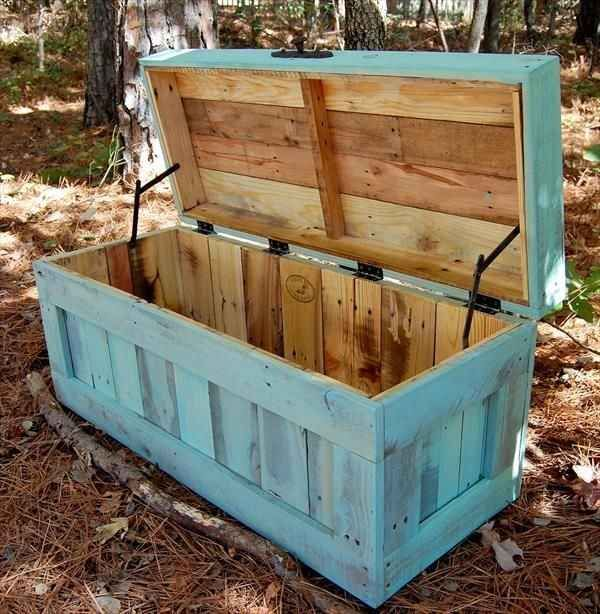 16 pallet ideas. I like this trunk and the sliding door the best