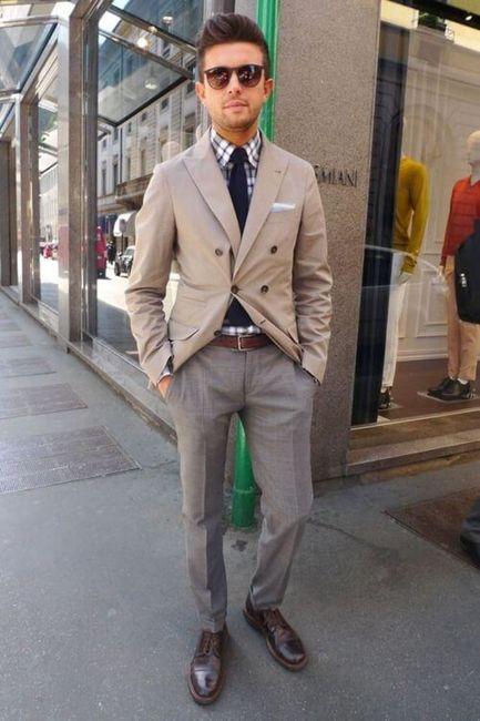 チェックのシャツと合わせてカジュアルめに着たいベージュのスーツジャケット。30代アラサーメンズおすすめのスーツジャケットのコーデ
