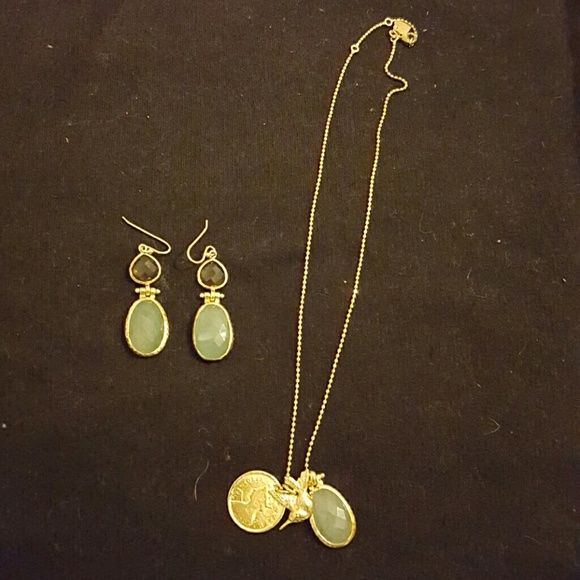 Stella and Dot necklace and earing set Worn a few times. Good condition. Perfect for spring and summer Stella & Dot Jewelry Necklaces