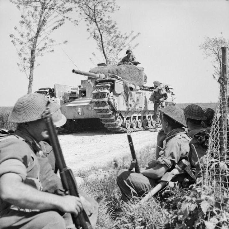 A_Churchill_tank_halts_near_infantry_of_the_1st_London_Irish_Rifles_near_Tanara_during_the_advance_to_the_River_Po,_Italy,_23_April_1945._NA24460.jpg 800×798 pixel