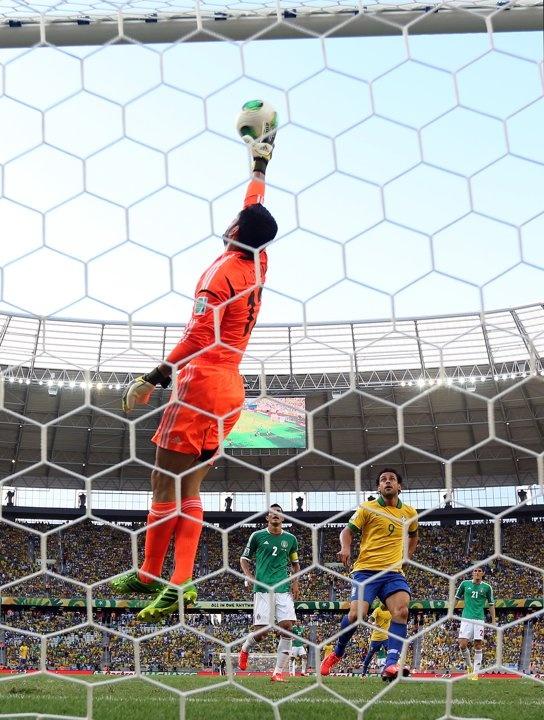 Jesús Corona, portero de la Selección Nacional de México   Brasil 2 vs México 0. Copa Confederaciones de la FIFA Brasil 2013.