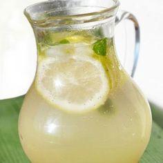 Para hacer una buena limonada casera hay que seguir unos pequeños consejos y trucos para que el resultado sea perfecto.