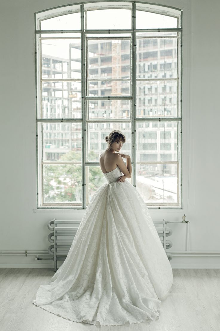 A back photo of Dianidra dress. Simply gorgeous! <3 #ersaatelier #closure #bridalcollection2017