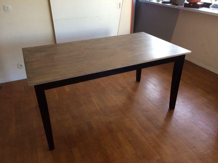 Comment passer d'une table noire quelconque à une magnifique table bi-couleurs avec un plateau vieilli. #DIY