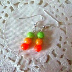 Boucles d'oreille fantaisie perles nacrées orange, jaune et verte@laboutiquedenath