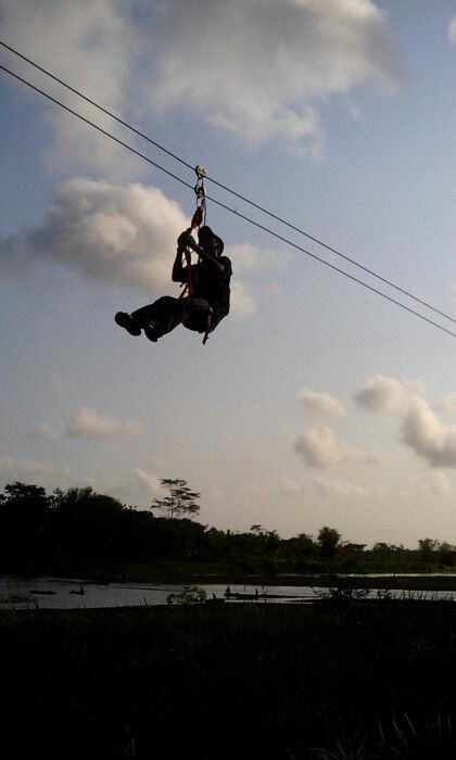 Flyng Fox: meluncur di tepian Sunga Progo, Yogyakarta