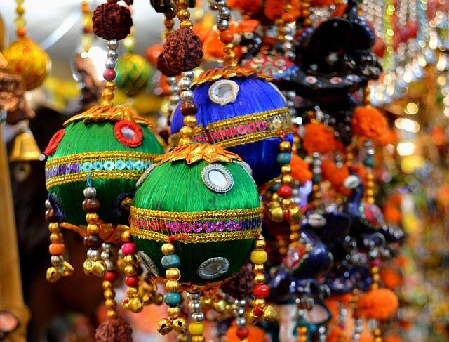 Denne tur bringer jer både til de helt klassiske seværdigheder i Indiens gyldne trekant men også til nogle mindre besøgte byer som Haridwar og Rishikesh. I starter turen i Indiens hovedstad, en metropol som både rummer den gamle moghularkitektur, englænders kolonistil og super moderne højhuse side om side.