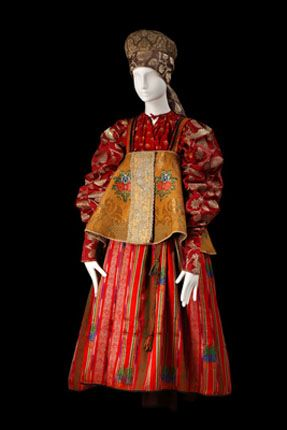 ol< Costume of a young woman. Russians. Archangelsk Province. Late 19th century