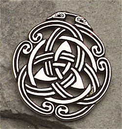 Inspired by the intricate Knotwork of Celtic design, this amulet represents the intertwining of the ancient Celtic people. Wear it as a symbol of the peace within oneself, in one's relationships and with others.