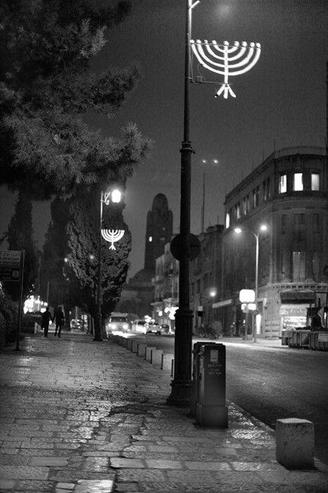 """eretzyisrael: """" Hanukkah - Night Photos , Jerusalem. """" Hanuka gecesi fotoğrafı. Kudüs, İsrail."""