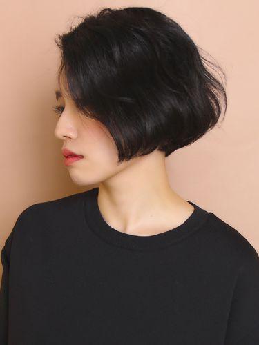 「小顔に見えるフレンチウェーブグラデーションボブ」 ショートのヘアスタイル。骨格が綺麗に見えるグラデーションボブです。