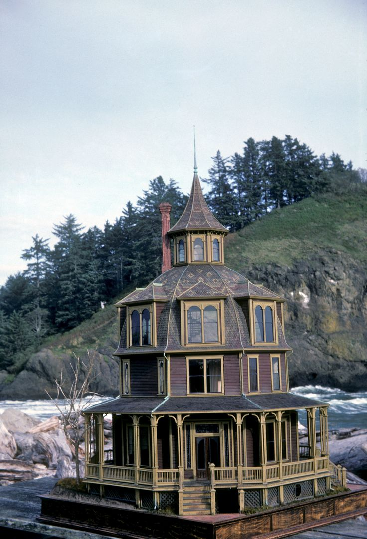 Noel and Pat Thomas - The Octagon House in miniature.  All houses are newly built but in aged detail.  They are perfect, awesome museum quality!