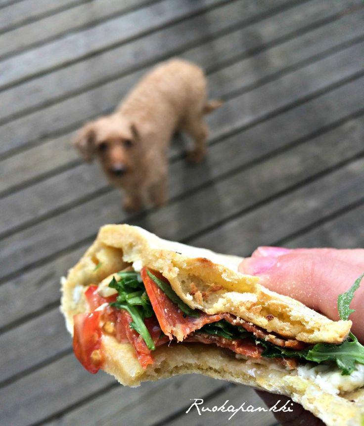 Ruokapankki on ruokablogi ja sisältää: Syödään meillä, välillä ehkä teillä, mitä uutta vai katetaanko pöytä? Saisinko laskun, kiitos!