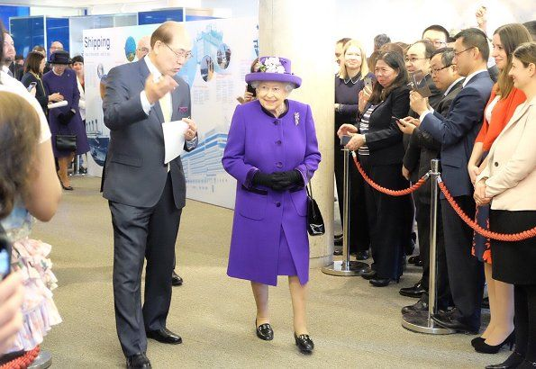 Queen Elizabeth visits the International Maritime Organization