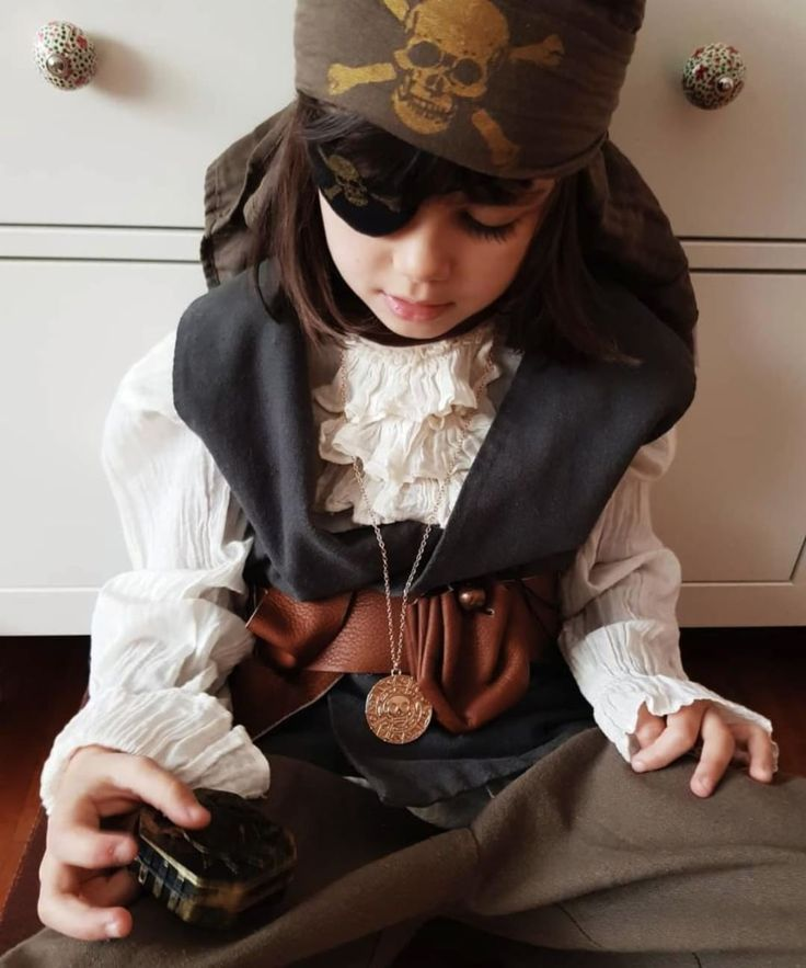Captain Lola is ready to conquer the Seven Seas ☠️🏴  #numero74 #kidspartycostume #pirate