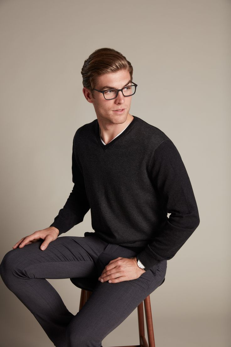 Simple elegance is how we see this knit. In a fine gauge cotton with an appealing jacquard design on the front panel. Pair back with a white shirt for a classic and stylish look.