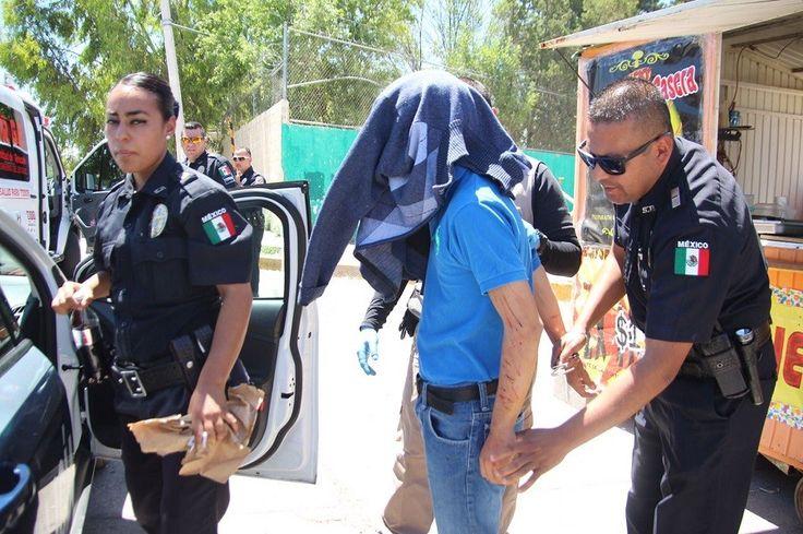 <p>Chihuahua, Chih.- Un alumno de la Secundaria Federal número 4, fue atendido por paramédicos por lesiones en los brazos y cara, que se