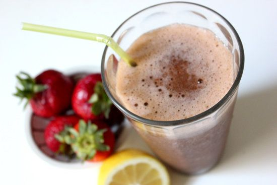 Detox Strawberry Lemonade Smoothie | 133kcal 1/2 cup pure coconut water 1 1/6 cup local, organic strawberries 1/4 medium-large local, organic lemon 1 handful of organic spinach 2 to 3 small pitted, local Deglet Noor dates (optional and can be used to sweeten according to taste) 2 scoops ice