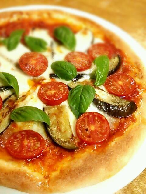 急にピッツァが食べたくなったから♪ - 71件のもぐもぐ - ナスとトマトのピッツァ by 徳之島トトロンヌ