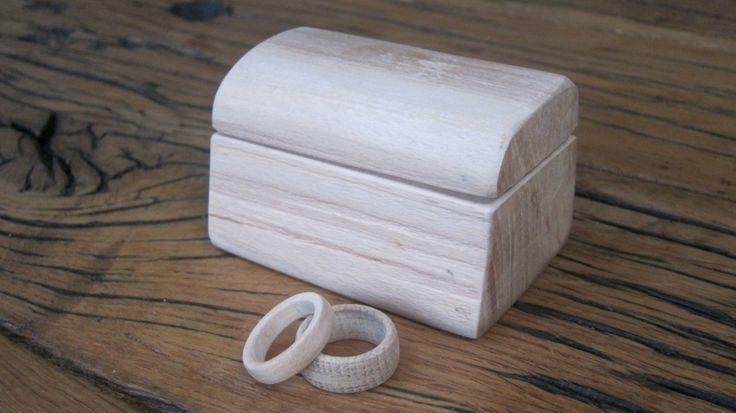 houten trouwringen van berk (female) eik (male) en doosje van beuk (verbinding)