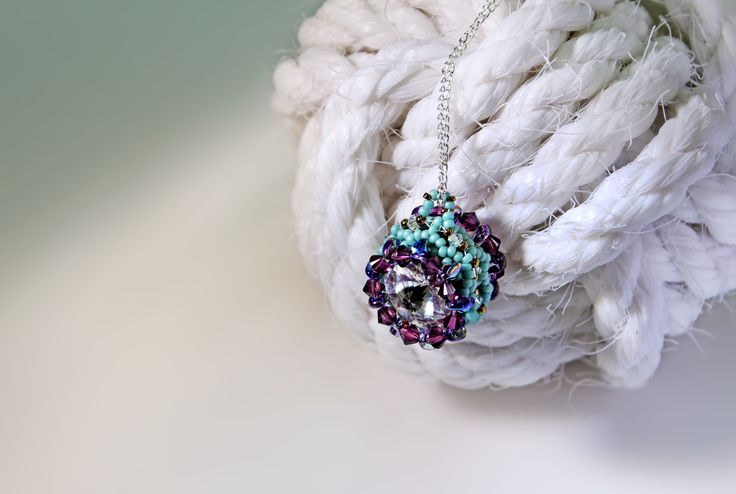 'Pendulum' Pendant class. Sparkling rivolis surrounded by more crystal bicones and pretty seeds. Stunning. Designed by Vicky Roberts