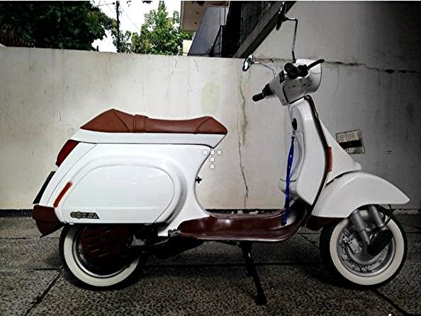 White clean Vespa Corsa