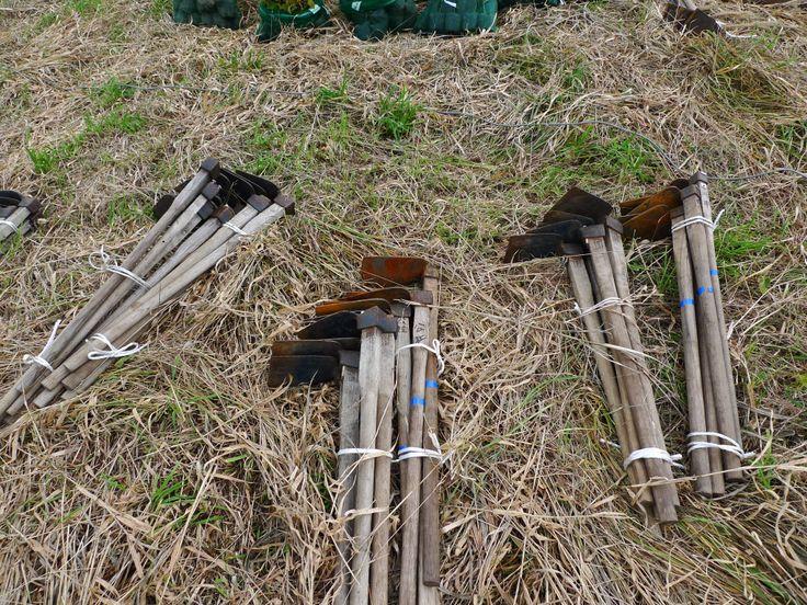 ≪Present Tree in 宮古≫ 第2回植樹イベント_20131013 植栽には欠かせない鍬も準備万端です。