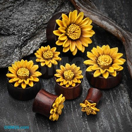 Sunflower Blossom Sono Wood Ear Gauge Plug
