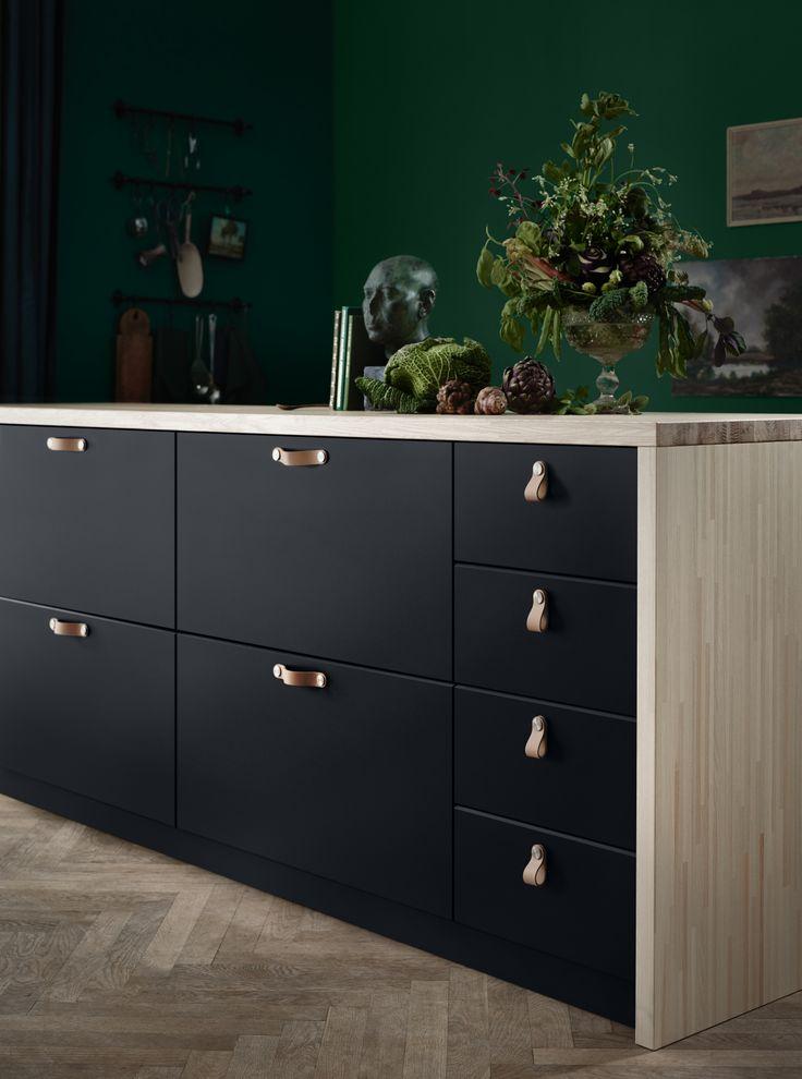 KUNGSBACKA deur | IKEA IKEAnl IKEAnederland inspiratie wooninspiratie interieur wooninterieur duurzaam PET natuurlijk kwaliteit antraciet zwart METOD keukensysteem veelzijdig front fronten lade lades laden deuren modern