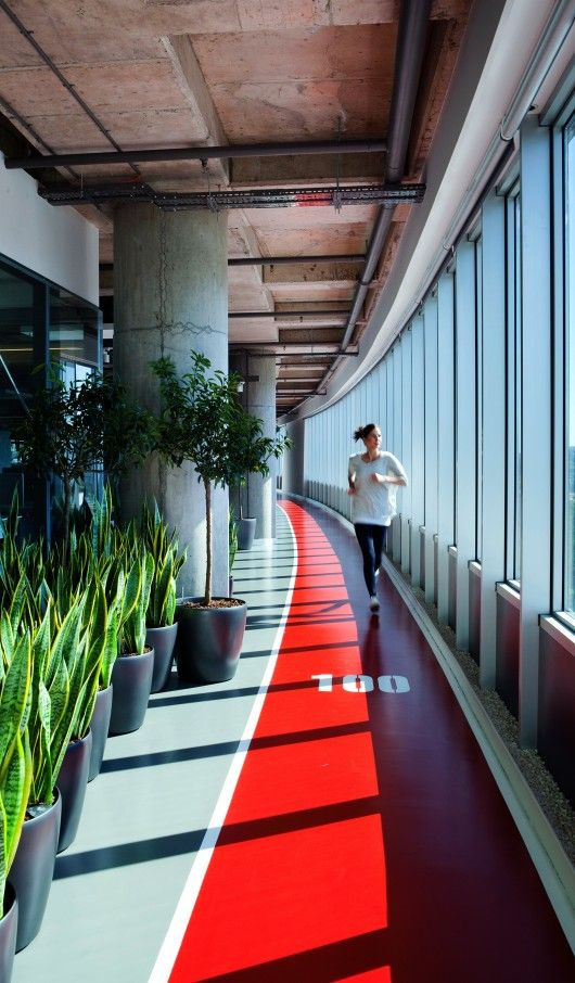 Indoor track and lots of plants at the office - wellbeing at work indeed! © Emre Dörter