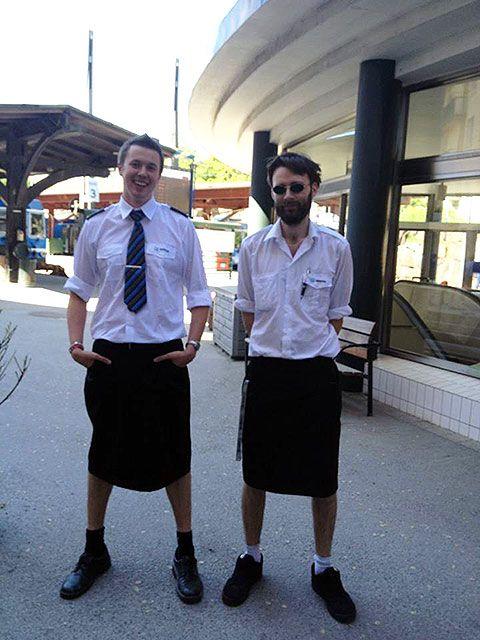 ¡Con faldas y a la locomotora! Así visten conductores de tren suecos para combatir el calor