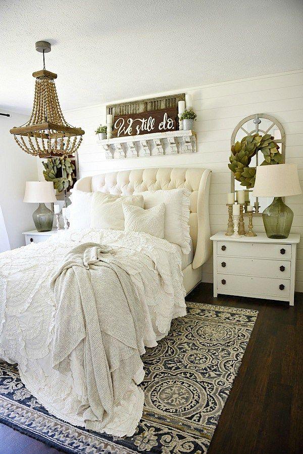 Cozy farmhouse bedroom makeover - Great pin for an entire farmhouse decor makeover!