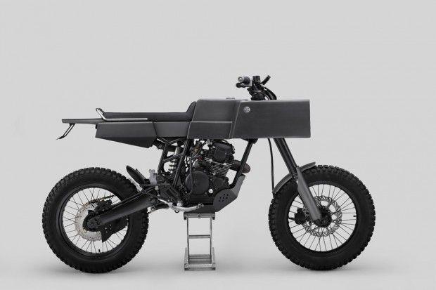 Les artisans indonésiens de Thrive Motorcycle viennent encore de taper très fort avec cette pièce unique basée sur une Yamaha Scorpio de 1984.  Ce design singulier est né d'une séance d'esquisses et de réflexion avec le client. Les formes géométriques qui composent le design de la machine sont fabriquées en aluminium pour alléger et donner un look industriel et rétro-futuriste. Beaucoup d'autres améliorations ont été apportées en termes de performance mais aussi de connexion high-tech.