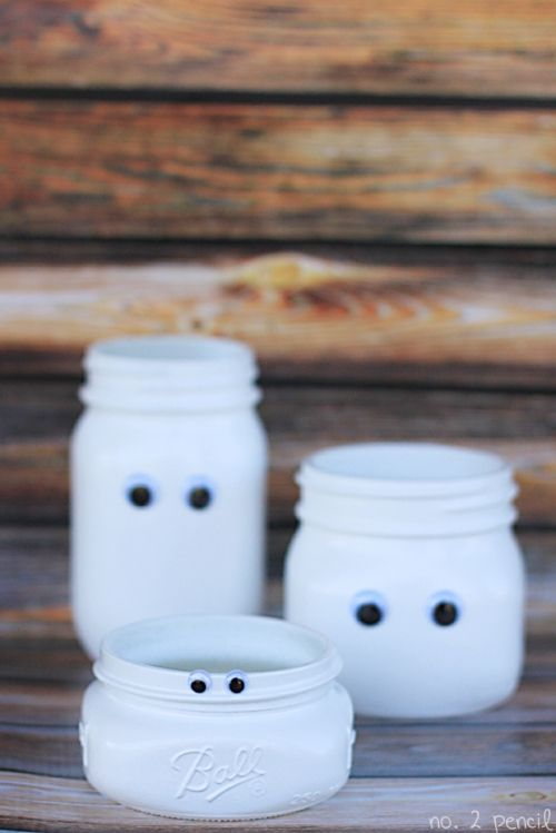 KAARSENHOUDER MUMMIE DIT HEB JE NODIG: glazen potten witte (glas)verf kartonnen doos pretogen lijm (elektrisch) theelichtje...