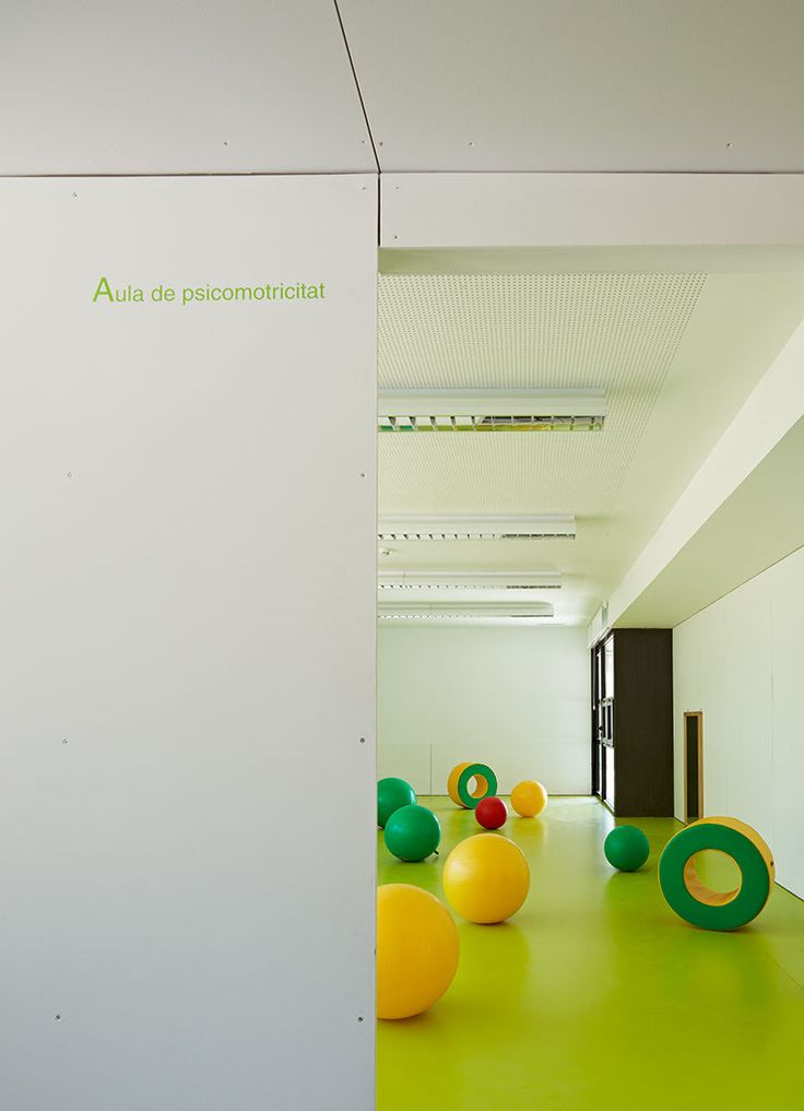 """Kindergarden, Primary and Secondary School """"Les Vinyes"""",© Eugeni Pons"""