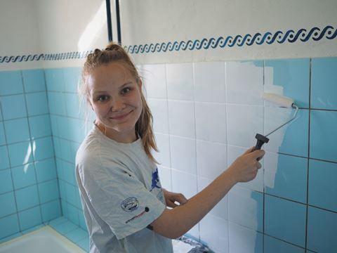 Fra gammelt 90'er badeværelse til nyt, lyst og moderne!