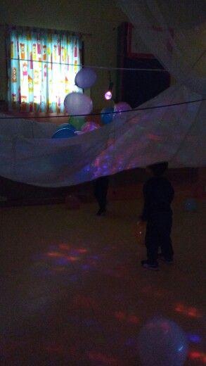 Instalación de globos y telas aereas