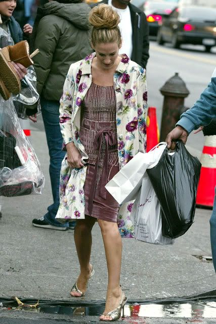 floral dress --- Sarah Jessica Parker - SATC - Carrie Bradshaw - set - sex and the city