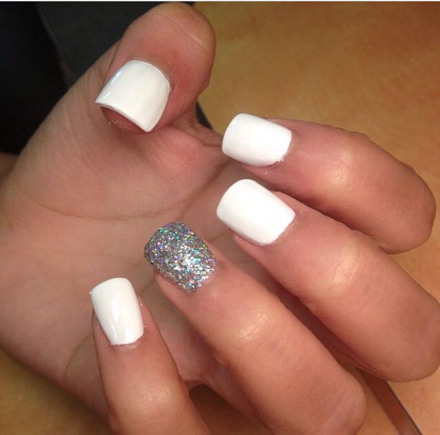 White nails with glitter accent nail