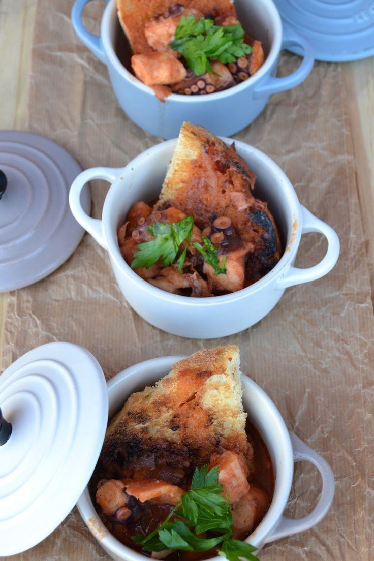 zuppa di polpo con pane aromatizzato