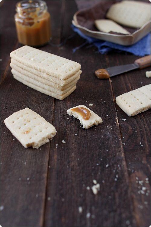 Les shortbreads sont des sablésau bon goût de beurre qui nous viennent d'Ecosse. On peut imaginer les parfumer d'un peu de vanille ou de cannelle. Ils son