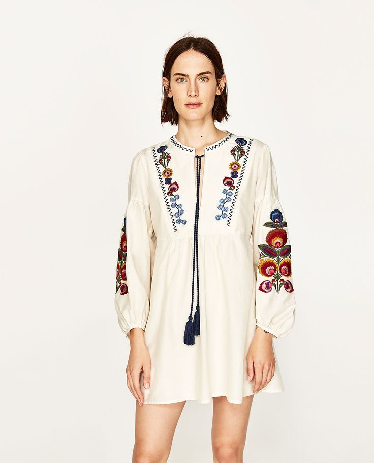 Vestido curto bordado (cru): ZARA (19,99€)