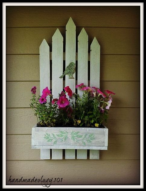 Hometalk :: Up-cycled and Re-purposed Pallet Flower Box.