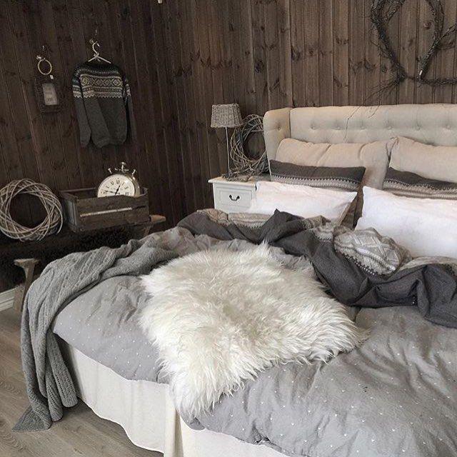 Credit: @husetpaanordseth ✨ #norge #nordisk #norway #nordiskdesign #design #interior #interiør #inspirasjon #inspo #relax #light #home #hjem #instahome #instahjem #repost #stil #stilrent #living #life #kos #koselig #bedroom #soverom