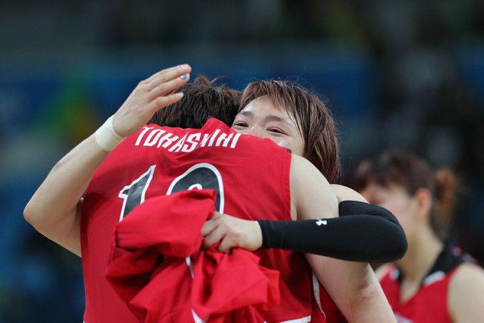 """バスケットボール女子日本代表""""アカツキファイブ""""がリオ五輪で放った輝きは、数字には現れず、メダルという形にもならなかった。それでも、準々決勝の対アメリカ戦(64-110)のスコア以上の何かを歴史に刻んだことは間違いない。 アカツキファイブの平均身長は、参加12チーム中最低。唯…"""